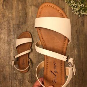🤍🌺 NEW Classic White Sandals 🌺🤍